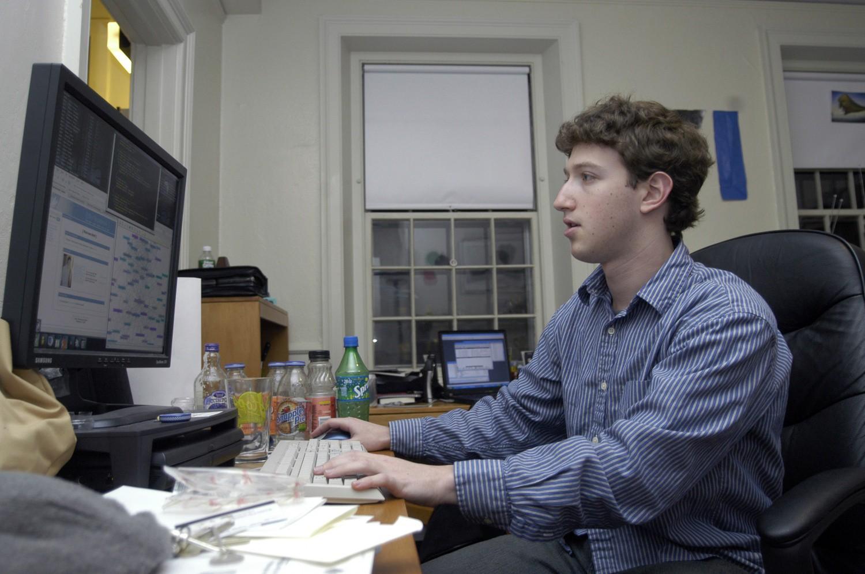 """Lộ phốt thời sinh viên """"trẻ trâu"""" của Mark Zuckerberg: Hack kẻ ..."""